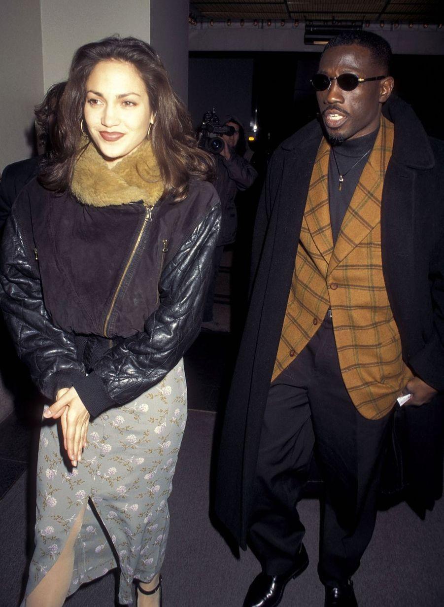 Jennifer Lopez et Wesley Snipes en 1995. Rencontrés l'année précédente sur le tournage du film «Money Train», le couple se serait fréquenté quelques mois mais n'avait jamais rien officialisé à l'époque.