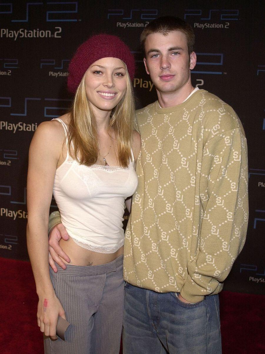 Jessica Biel et Chris Evans en 2001. Le couple a rompu cinq ans plus tard.