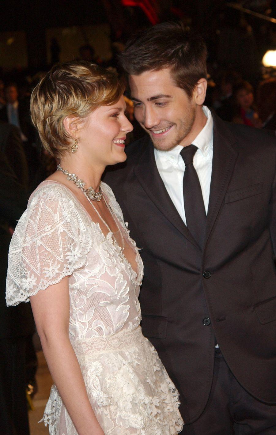 Kirsten Dunst et Jake Gyllenhaal en 2004, l'année de leur rupture. Le couple s'était fréquenté pendant deux ans.