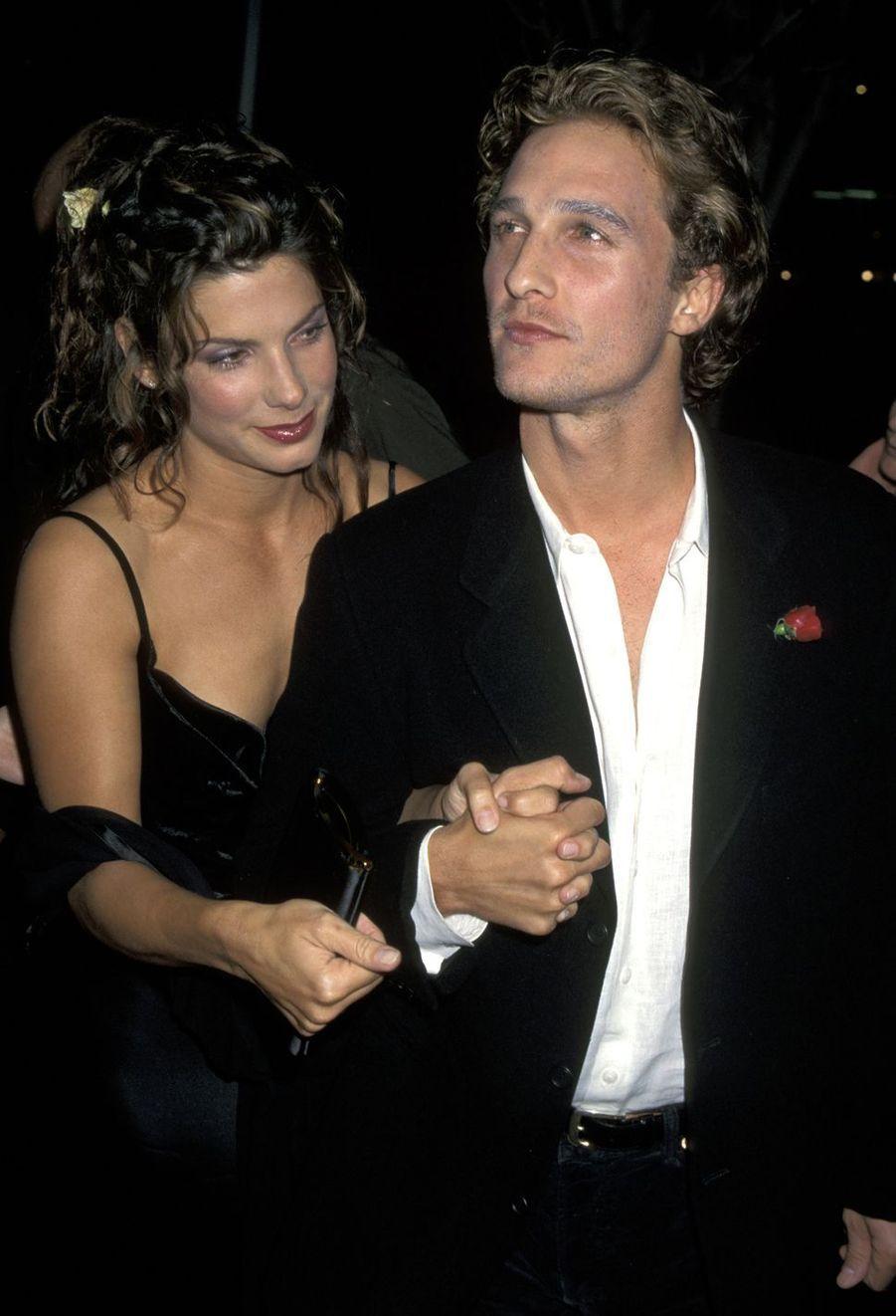 Sandra Bullock et Matthew McConaughey se sont fréquentés quelque temps au milieu des années 1990. Ils sont restés amis.