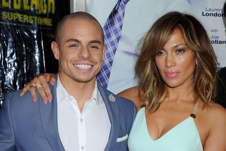 Jennifer Lopez et Casper SmartLa chanteuse aurait décidé de se séparer après avoir appris que Casper Smart la trompait.