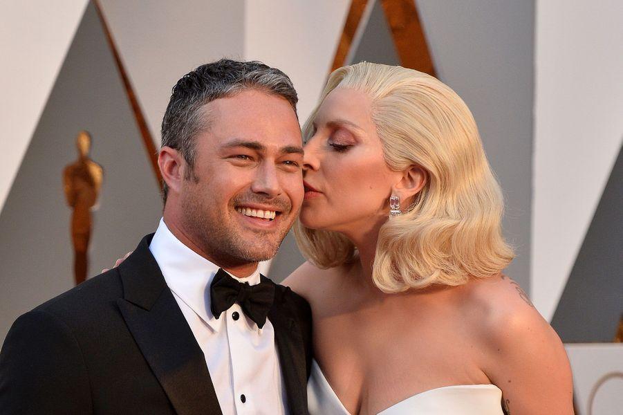 Lady Gaga et Taylor KinneyUne pause s'impose pour le couple, mais ce n'est peut-être pas totalement fini.