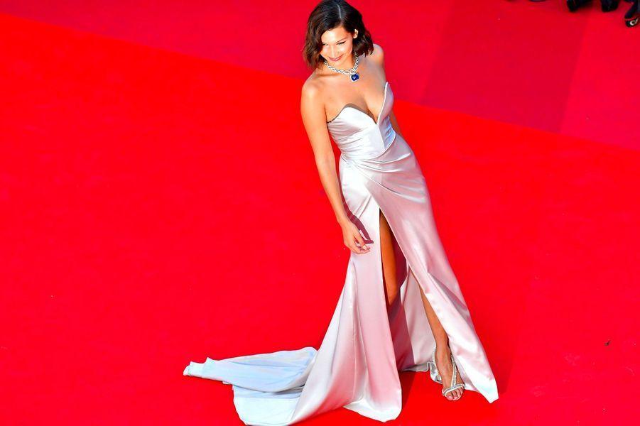 Bella Hadid sur les marches du Festival de Cannes.