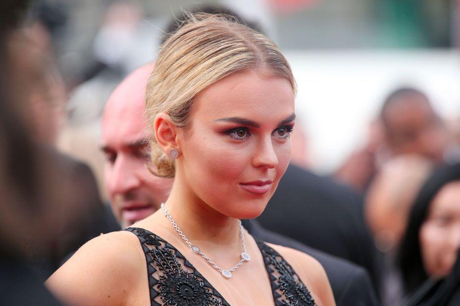 Tallia Storm sur les marches du Festival de Cannes.
