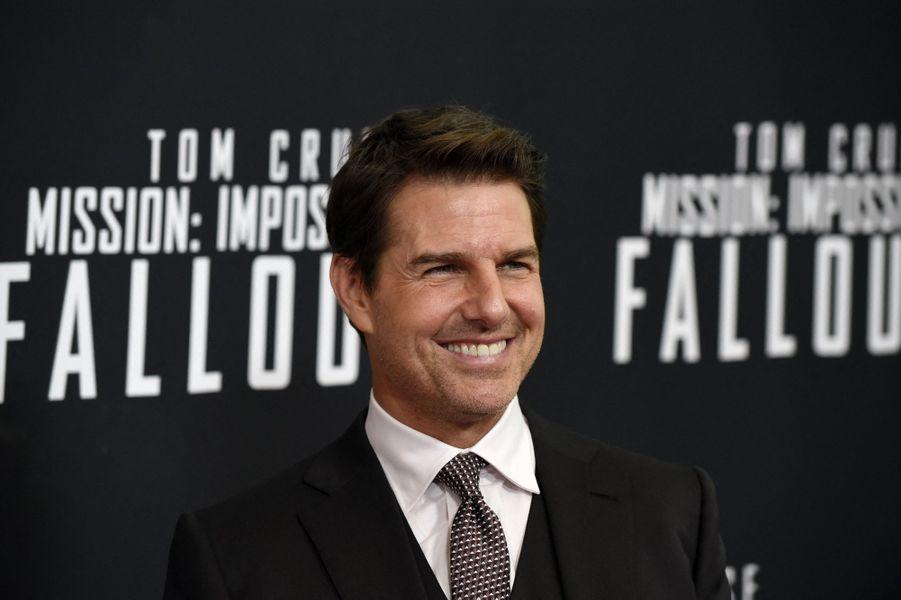 Pour ce qui relève de la gestion de son image, Tom Cruise peut compter sur sa soeur de trois ans son aînée Lee Ann Mapother qui travaille pour lui en tant qu'attachée de presse. Très proche de son frère, elle veille à ce que son image soit la plus irréprochable possible.