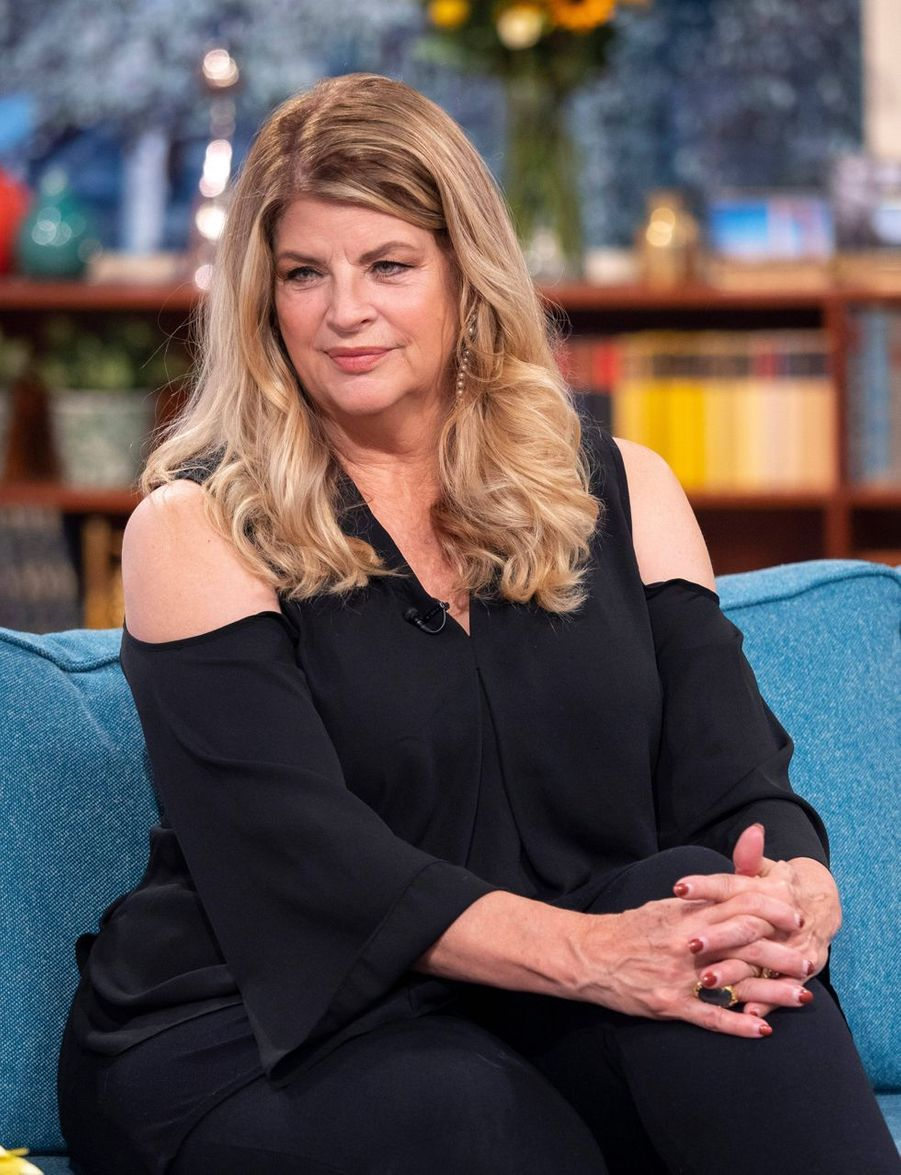 Kirstie Alley a rejoint l'Eglise de scientologie en 1979. Elle affirme que l'organisme l'a aidée à surmonter son ancienne addiction à la cocaïne.