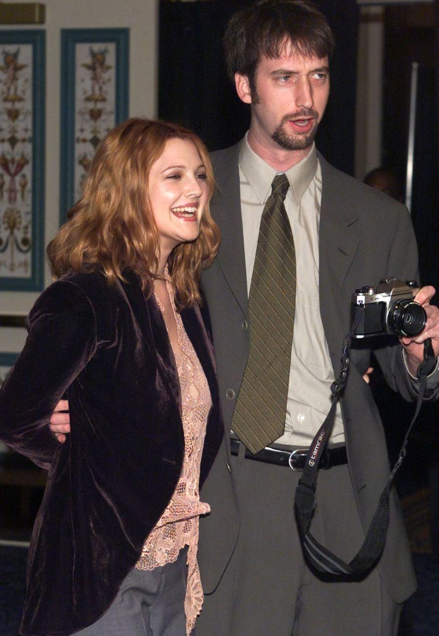 L'actrice a seulement 26 ans lorsqu'elle décide d'épouser le comédien Tom Green. Après deux ans de relation, le couple s'est marié en juillet2001, mais s'est séparé en novembre2001.