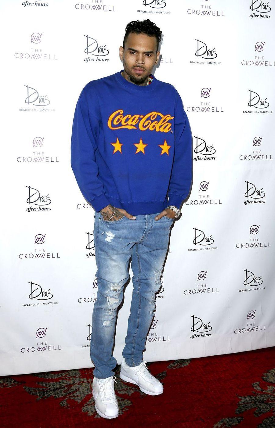 En 2013, Chris Brown est entré en cure de désintoxication pour tenter de maîtriser son comportement violent. En 2009, il avait violemment agressé sa compagne de l'époque, Rihanna.
