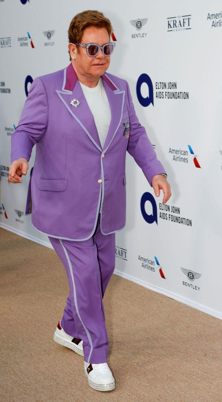 Elton John a lutté pendant près de vingt ans contre la dépendance à l'alcool, à la cocaïne et aux médicaments avant de tout arrêter en 1990.