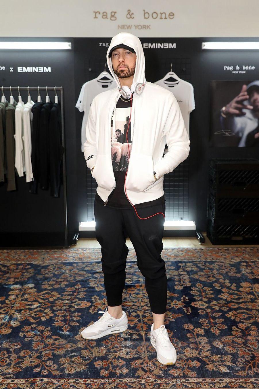 Eminem est allé en cure de désintoxication pour son alcoolisme. En 2018, le rappeur a fêté ses dix ans de sobriété.