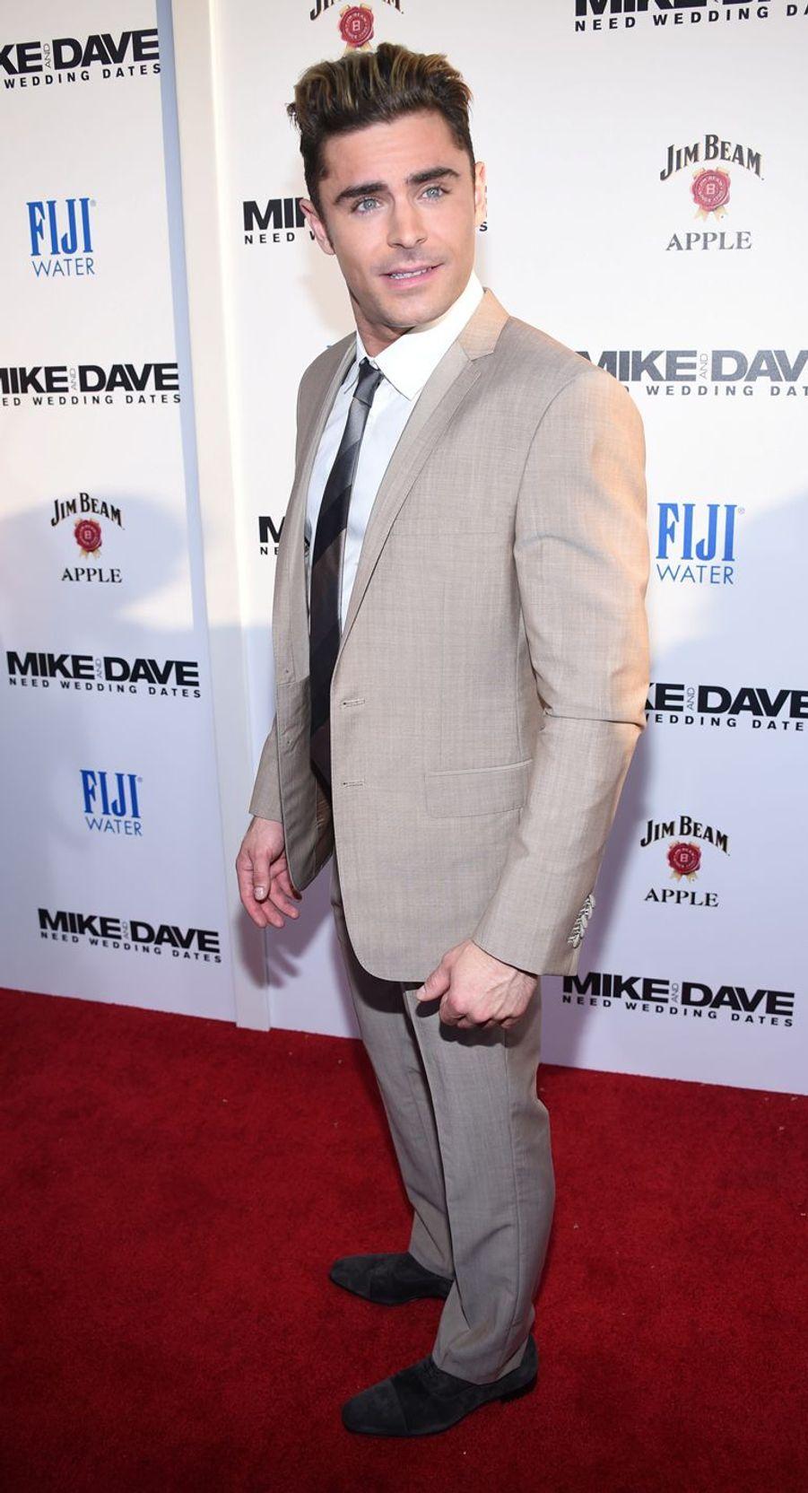 Zac Efron a fait une cure de désintoxication pour lutter contre son addiction à la cocaïne.