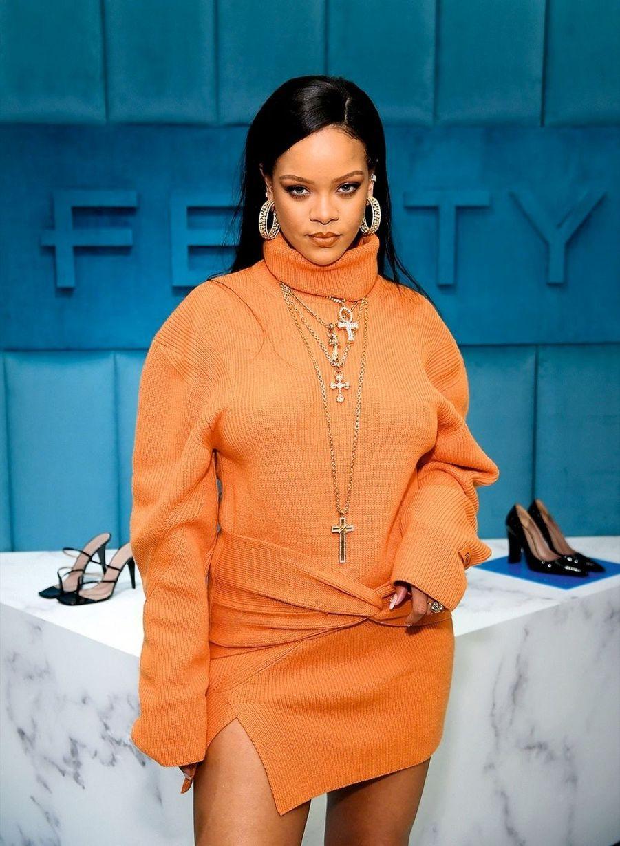 Rihanna 5 MILLIONS DE DOLLARS Via son association caritative Clara Lionel Foundation pour combattre la propagation du virus aux Etats-Unis et à la Barbade, son île d'origine