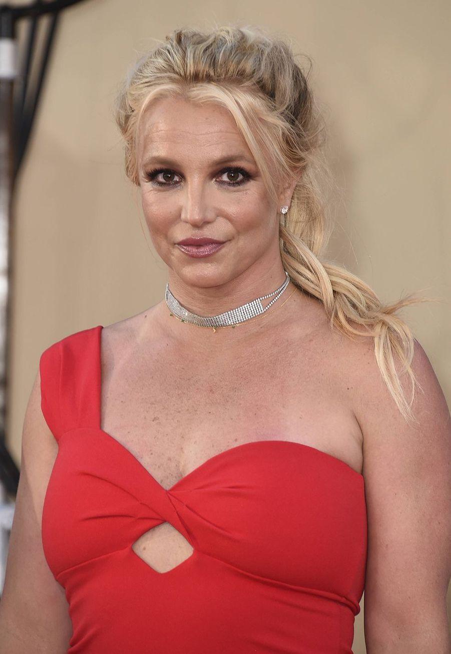 Britney Spearsa dit en 2013 dans une interview donnée à«InStyle» qu'elle avait déjà eu recours à des injections dans les lèvres: «Un docteur que je vois, Dr Rai Kanodia, me fait des choses amusantes parfois. J'ai déjà eu des injections dans les lèvres avec lui auparavant».