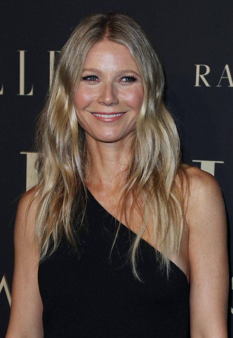 Gwyneth Paltrow aavoué à «Harper's Bazaar» en 2013 qu'elle avait déjà fait du Botox: «J'aurais peur de passer sous le bistouri, mais vous savez… redemandez-moi quand j'aurais 50 ans! La seule chose que je ne referai pas c'est le Botox, parce que j'avais l'air d'une folle. Je ressemblais à Joan Rivers!»