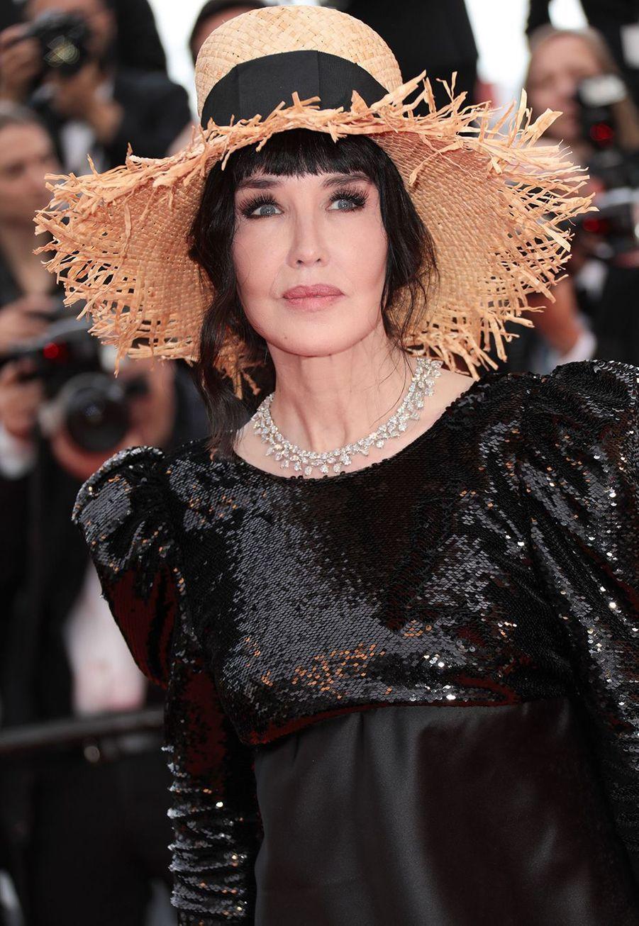 Isabelle Adjani a expliqué à«Gala» en 2009 n'avoir eurecoursqu'à «trois points de Botox pour lisser (son) front. Pas plus! Autrement, ça vous donne l'air figé».