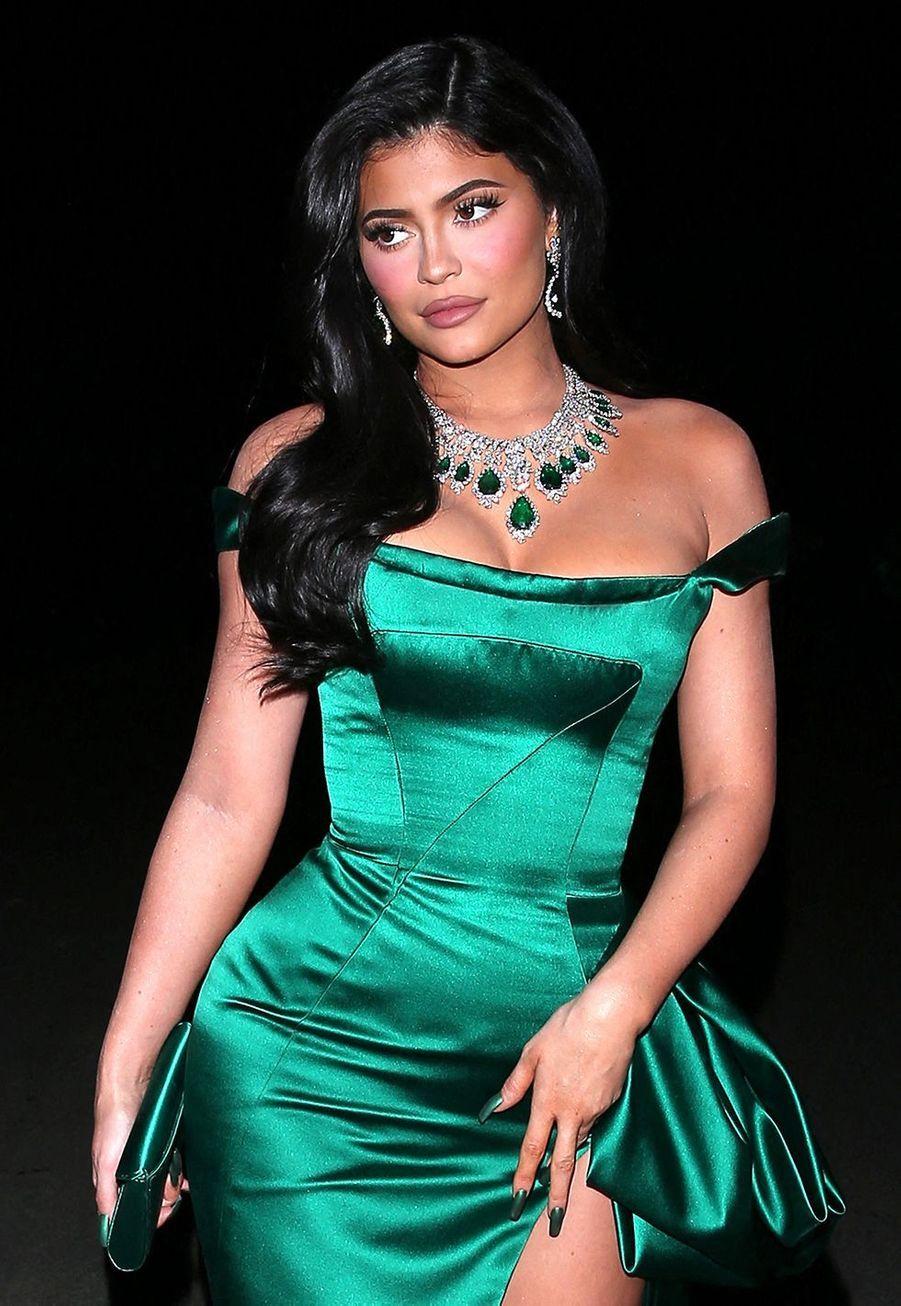 Kylie Jenner a confirmé en 2015 dans unépisode de la série «L'Incroyable Famille Kardashian», qu'elle avait fait refaire sa bouche:«J'ai bien eu recours à une augmentation temporaires des lèvres. C'était quelque chose qui me complexait et ça me tenait à cœur d'y remédier. J'admets avoir fait quelque chose, mais les gens jugent si rapidement que j'y suis allée sur la pointe des pieds. Mais je n'ai pas menti.»