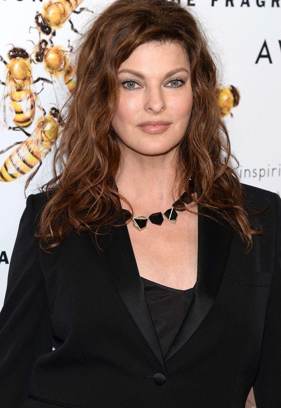 Linda Evangelista aexpliqué à «Harper's Bazaar» qu'elle avait vite adopté le Botox : «J'étais la première personne a avoir jamais admis que j'avais fait du Botox, et ma mère était très énervée».
