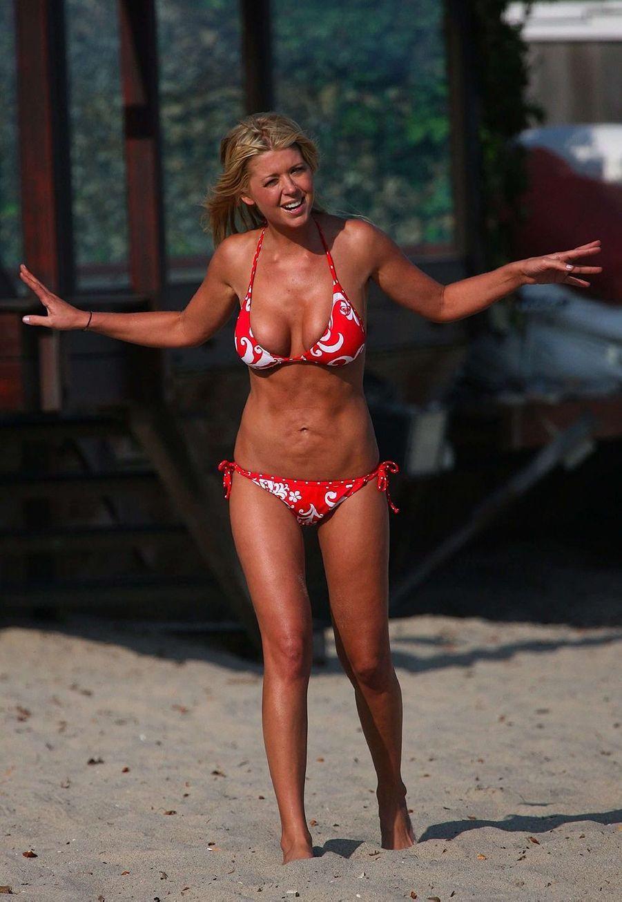 Tara Reid, star d'«American Pie», a déclaré regretter s'être fait refaire les seins et de s'être fait liposucer le ventre dans une interviewdonnéeen 2009 à«Us Weekly»:«Rien ne s'est passé comme prévu. Mon ventre est devenu cette chose ridée et ondulée».