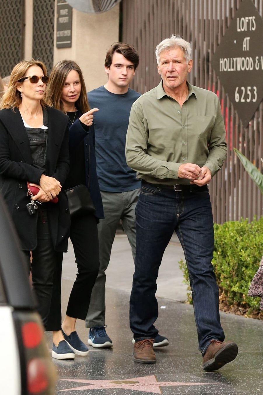 En 2001,Calista Flockhart a adopté Liam. Elle a rencontré Harrison Ford l'année suivante aux Golden Globes. Celui-ci considère Liam comme son propre fils.