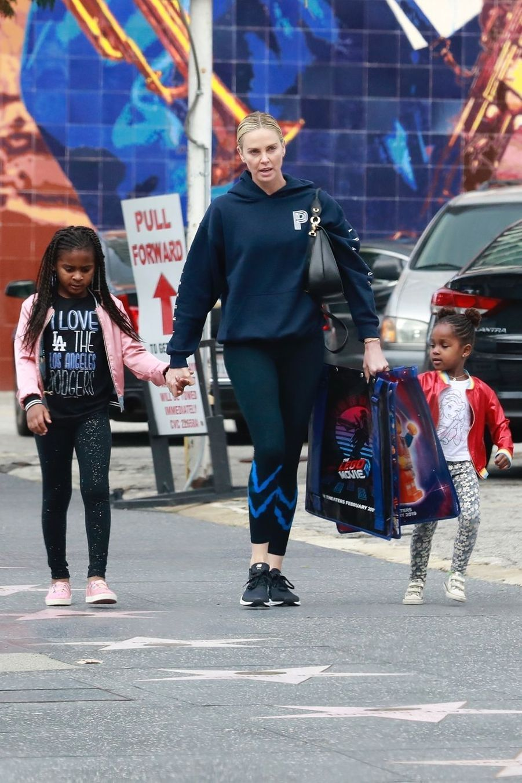 Charlize Theron a adopté Jackson en 2012, suivi en 2015 d'une petite August.