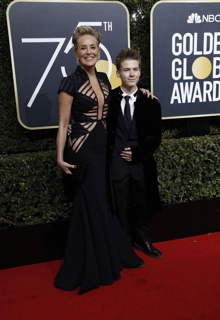 Sharon Stone avait adopté son fils aîné, Roan (photo) en 2000 avec son ex-mari Phil Bronstein. Seule, elle a ensuite eu Laird (né en 2005 par mère porteuse) avant d'adopter un troisième garçon, Quinn (en 2006).