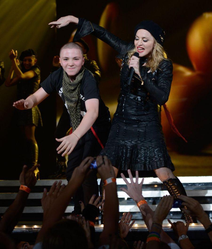 Madonna a donné naissance à son deuxième enfant, Rocco, à 42 ans. Les adoptions de David, Mercy, Stella et Esther ont suivi.