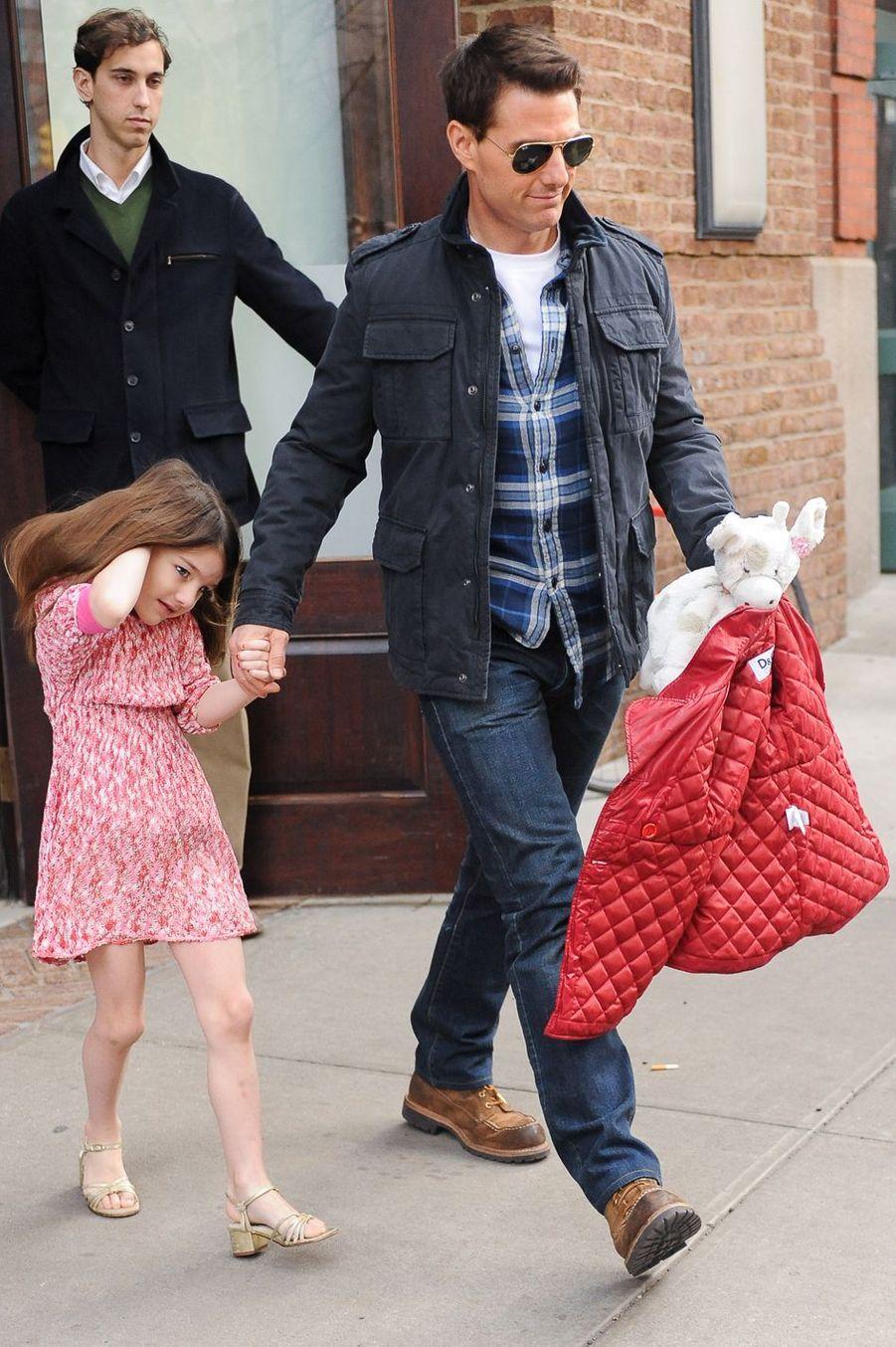 Tom Cruise devient papa pour la troisième fois à 43 ans avec la naissance de sa fille Suri.
