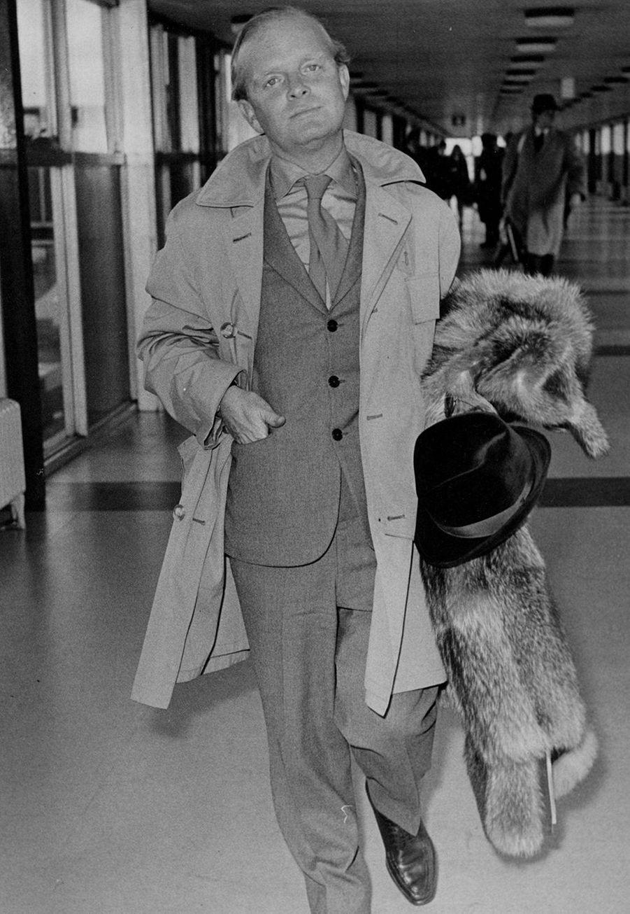 Truman Capote a été élevé par ses oncles et tantes maternels après que ses parents ont divorcé.