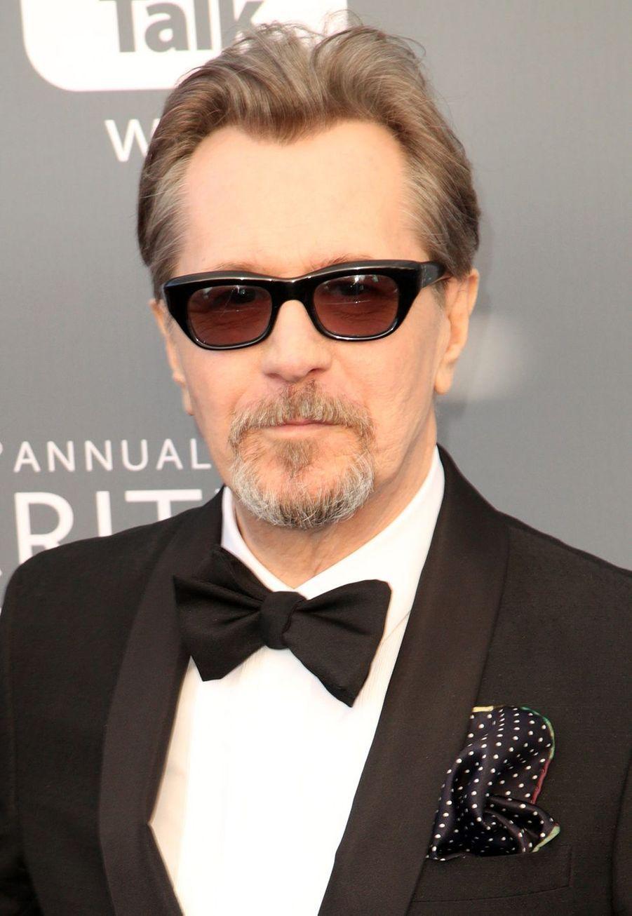 Le célèbre réalisateur Christopher Nolan a commencé a exercé ses talents au sein de la UCL (University College de Londres), où il réalisera ses deux premiers courts métrages au sein de l'association cinéma. Il y décrochera son diplôme de littérature anglaise.
