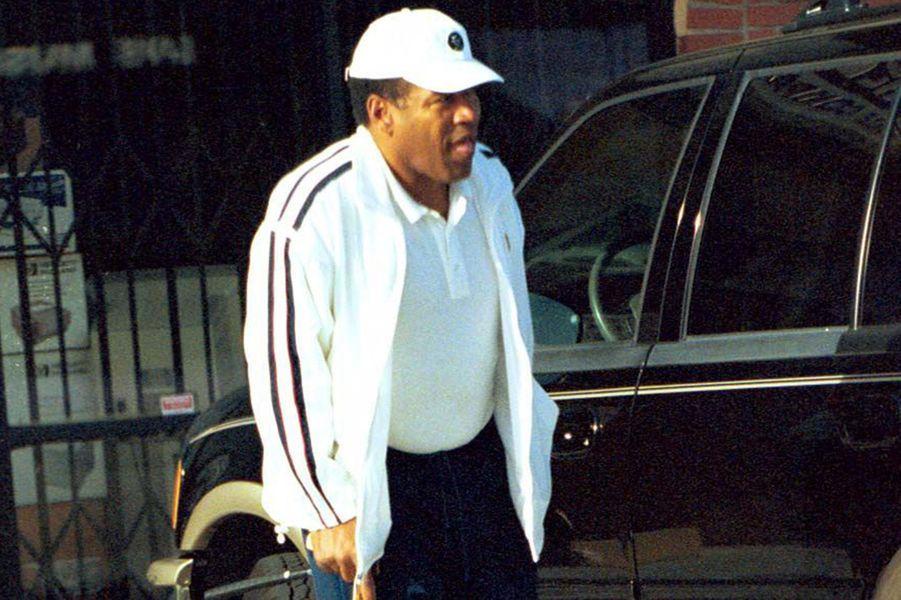 O.J Simpson sera innocenté au pénal grâce à son avocat Robert Kardashian, mais reconnu coupable au civil avec une peine de 33 ans de prison.