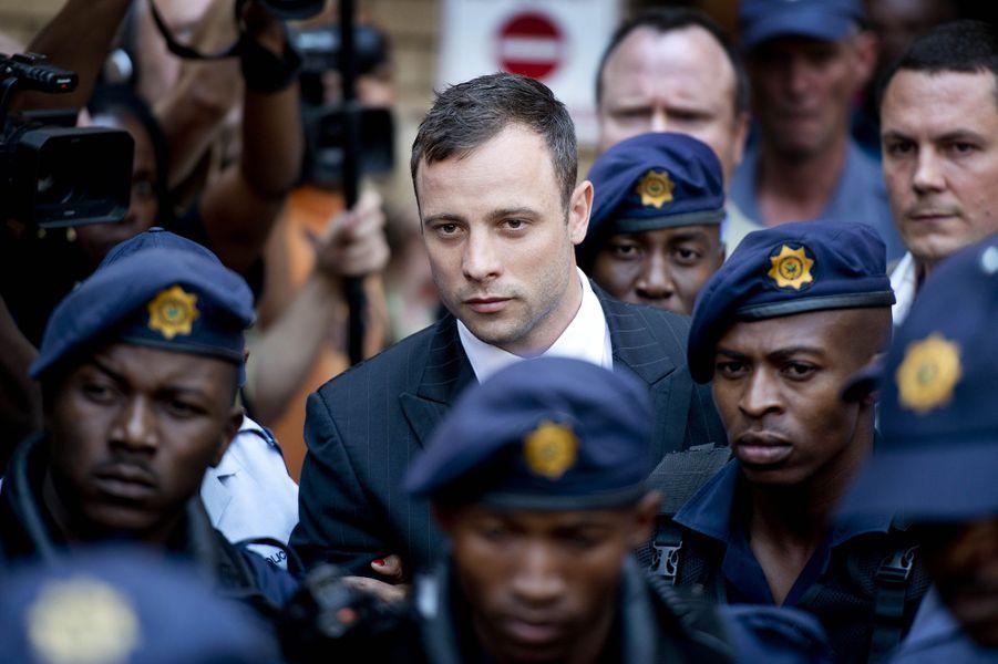 Oscar Pistorius condamné à six ans de prison ferme pour meurtre.