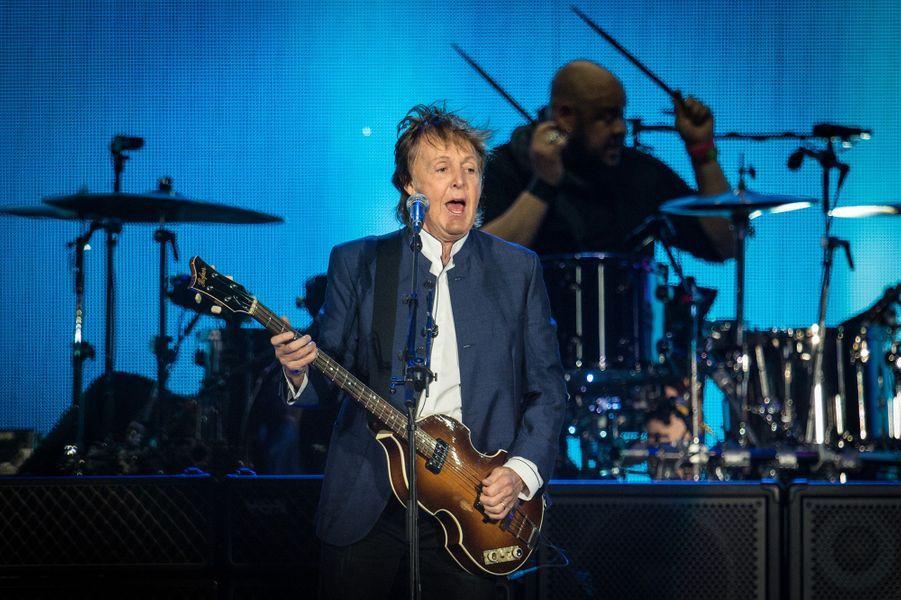 Paul McCartney restera neuf jours dans une prison japonaise en 1980 pour possession de marijuana.