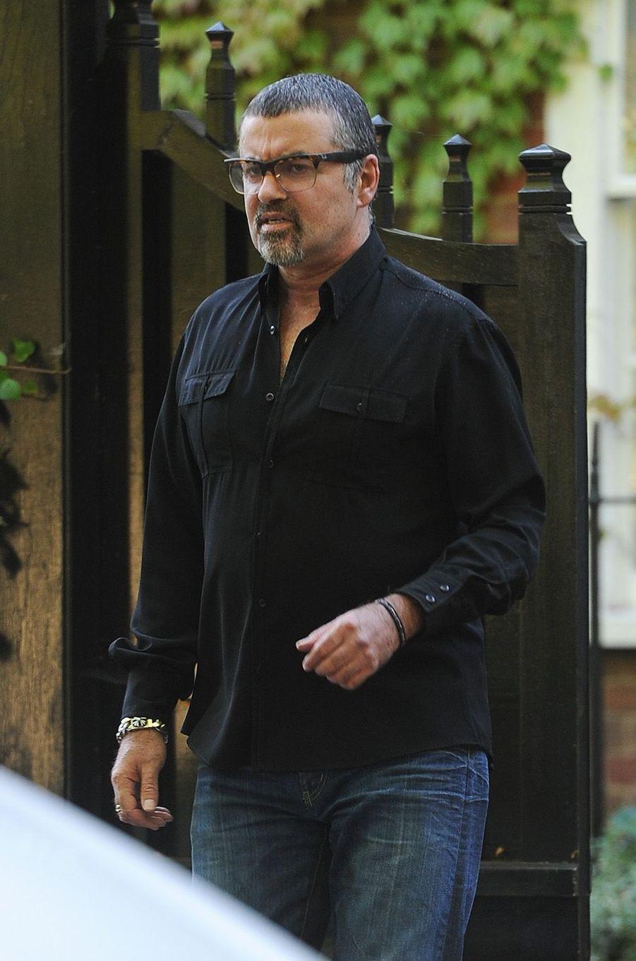George Michael condamné à un mois de prison en 2010 pour conduite sous stupéfiants.