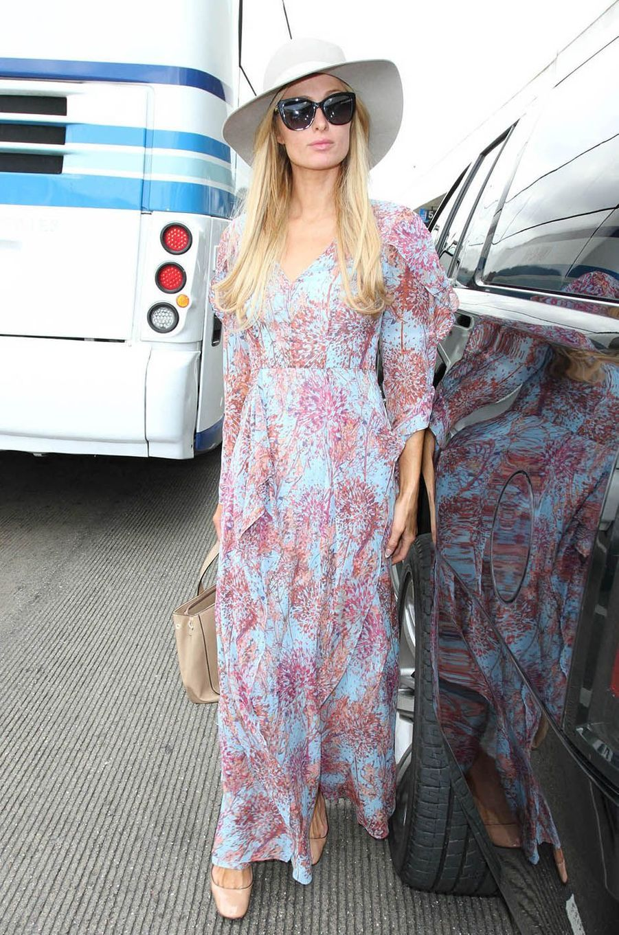 Paris Hilton condamnée à 45 jours de prison pour conduite sans permis en 2007.