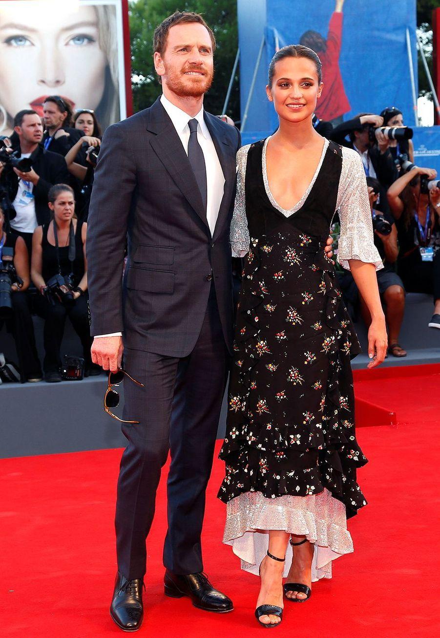 Alicia Vikander et Michael Fassbender se sont mariés discrètement enoctobre 2017, puis ont été aperçus en train de célébrer leurs noces avec des amis à Ibiza deux jours plus tard.