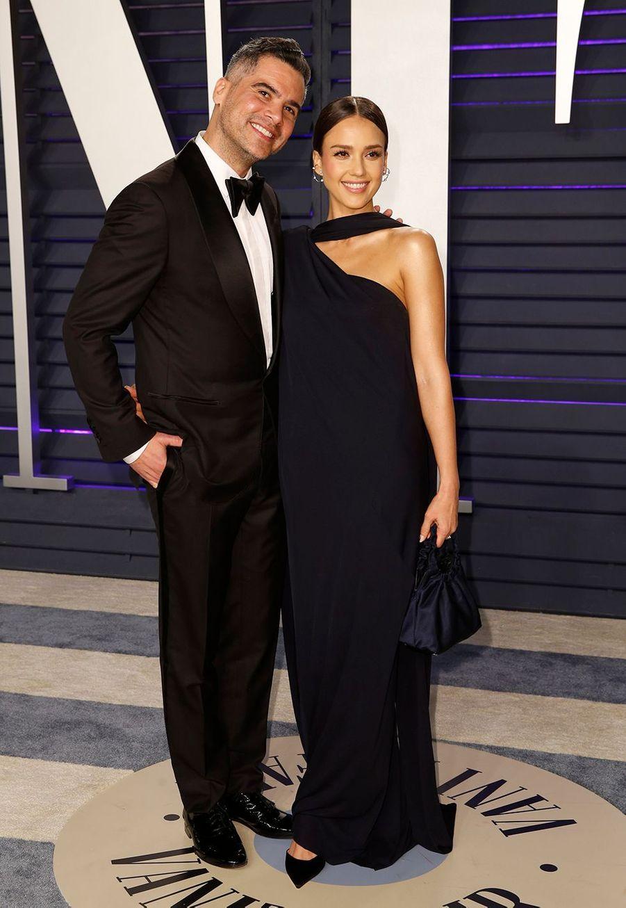 Jessica Alba et Cash Warren se sont unis en petit comité aupalais de justice de Beverly Hills enmai 2008, soit trois semaines avant la naissance de leur première fille, Honor Marie Warren.