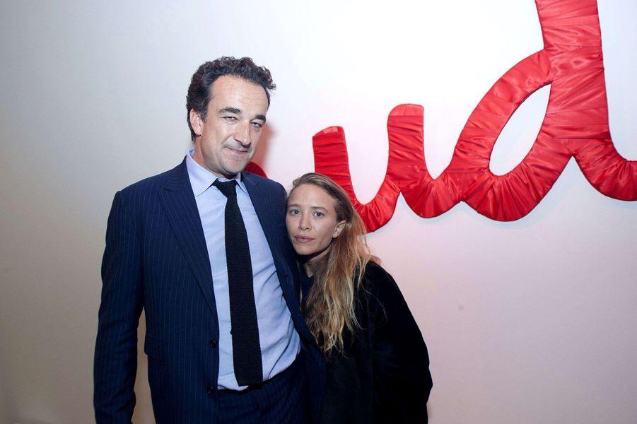 Mary-Kate Olsen et Olivier Sarkozyse sont unis en novembre 2015 en toute discrétion dans une résidence privée à New York. Selon les informations du«New York Post», lesconvives auraient été priés de laisser leurs smartphones au vestiaire pour préserver l'intimité du couple.