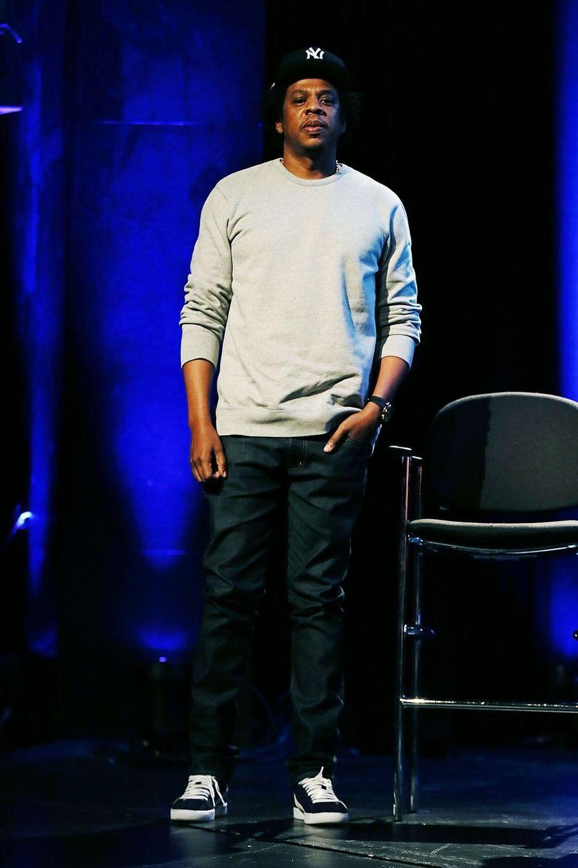 Jay-Z a grandi dans un quartier de New York où la violence et la drogue régnaient. À 11 ans, son père quitte la maison familiale.
