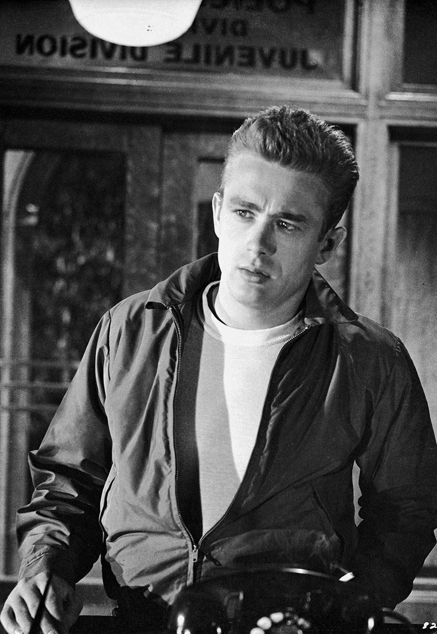James Dean en 1955. L'acteur est mort la même année à 24 ans d'un accident de voiture.