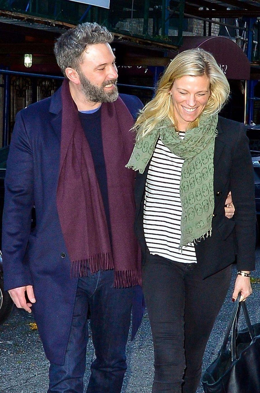 Ben Afleck et Lindsay Shookus, productrice du «SNL», ont entretenu une relation officielle longue distance entre 2017 et 2018. Ils s'étaient aussi rencontrés sur le plateau de l'émission de divertissement, l'acteur ayant animé le show cinq fois depuis 2000.