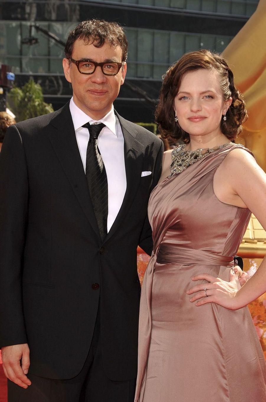 Fred Armisen et Elisabeth Moss s'étaient mariés en 2009, quelques mois seulement après s'être rencontrés sur le plateau du «SNL», où l'actrice avait fait une apparition et où le comédien était l'une des vedettes depuis 2002. Elle avait finalement demandé le divorce en 2010. «J'ai été un mari affreux. Je veux tout très vite. Je veux me marier, vivre à deux, et puis après une ou deux années, je flippe», disait le comédien dans l'émission de radio d'Howard Stern en 2013.