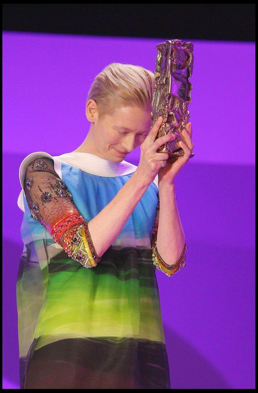 Tilda Swinton (remise du César de la meilleure adaptation)lors de la 34e cérémonie des César à Paris, le 27 février 2009