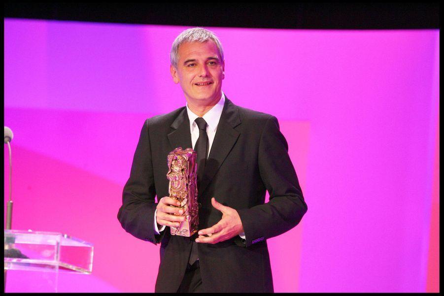 """Laurent Cantet (meilleure adaptation pour """"Entre les murs"""") lors de la 34e cérémonie des César à Paris, le 27 février 2009"""