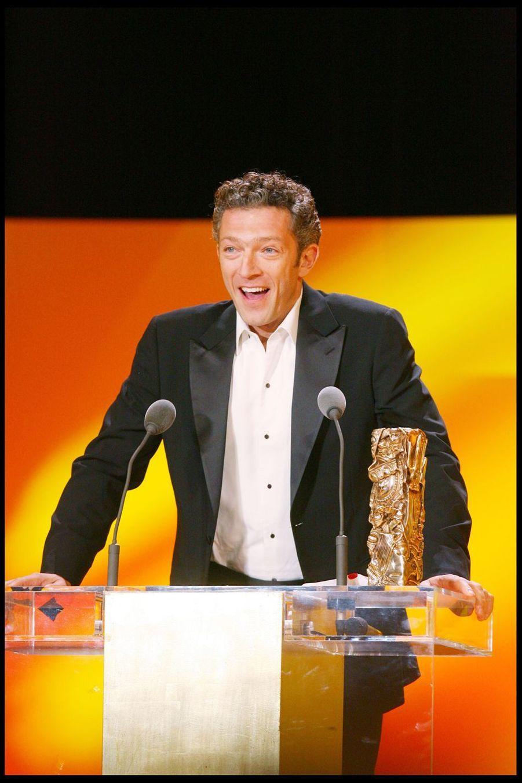 """Vincent Cassel (César du meilleur acteur pour """"Mesrine"""") lors de la 34e cérémonie des César à Paris, le 27 février 2009"""