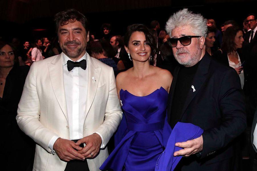 Javier Bardem, Penélope Cruz et Pedro Almodovar lors de la 43e cérémonie des César