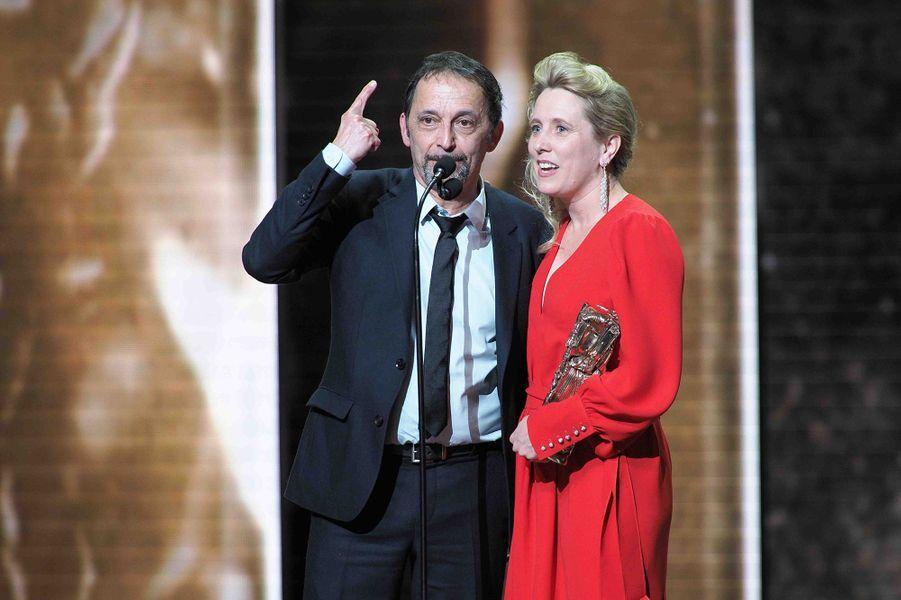 """Eric Métayer et Andréa Bescond (meilleure adaptation pour """"Les Chatouilles"""")lors de la cérémonie des César à la Salle Pleyel à Paris le 22 février 2019"""