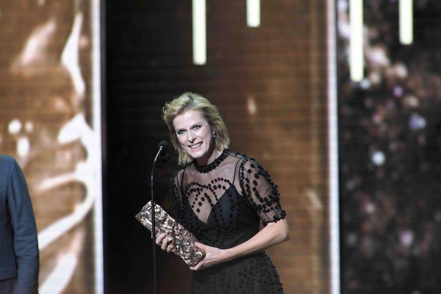 """Karin Viard (meilleure actrice dans un second rôle pour """"Les Chatouilles"""")lors de la cérémonie des César à la Salle Pleyel à Paris le 22 février 2019"""