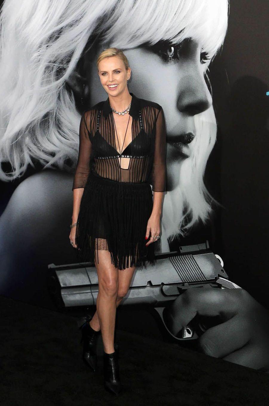 """Charlize Theron à l'avant-première du film """"Atomic Blonde"""", à Los Angeles le 24 juillet 2017."""