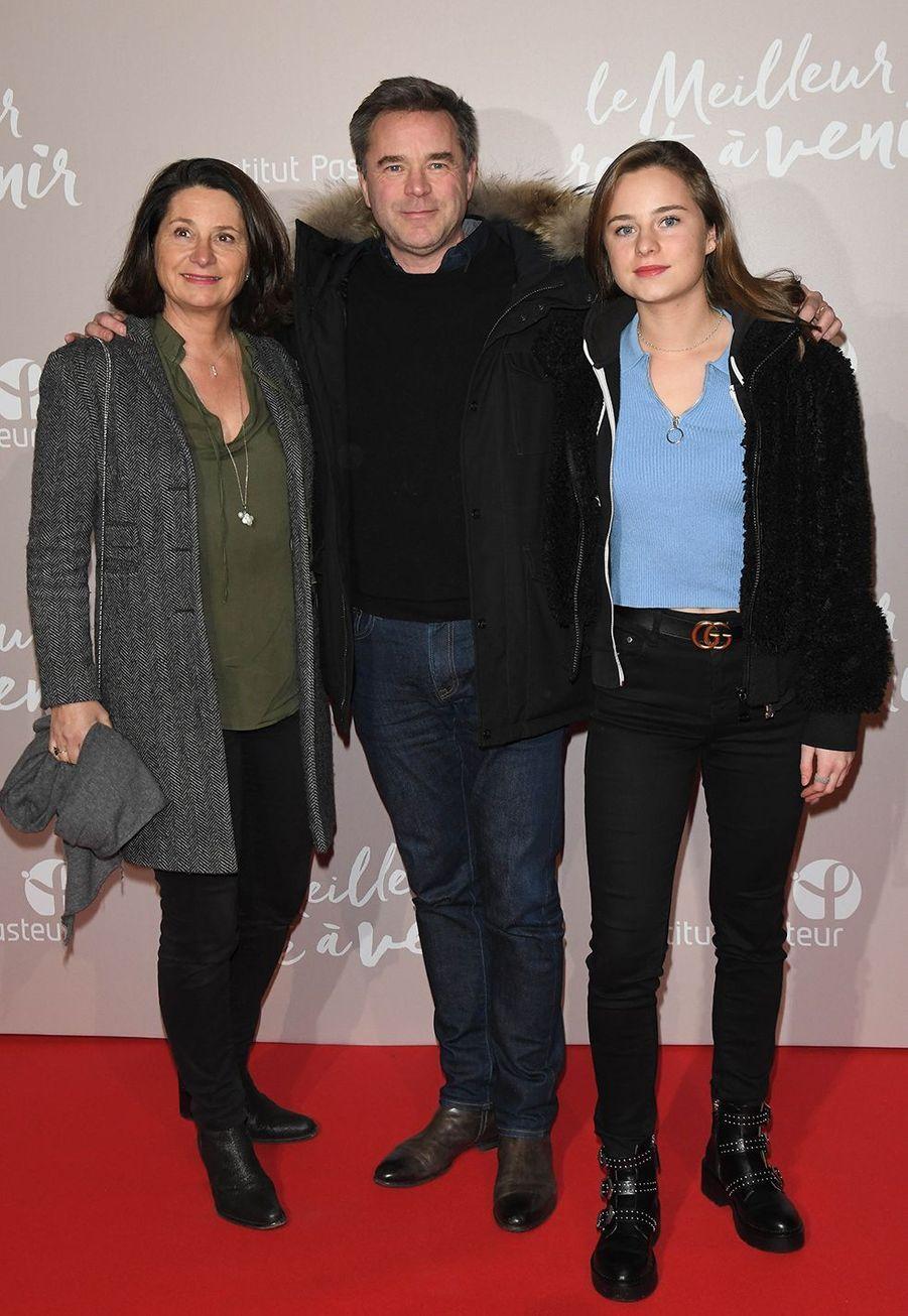 Guillaume de Tonquédec avec sa femme Christèle et leur fille Victoireà l'avant-première du film «Le Meilleur reste à venir» au Grand Rex à Paris le 2 décembre 2019