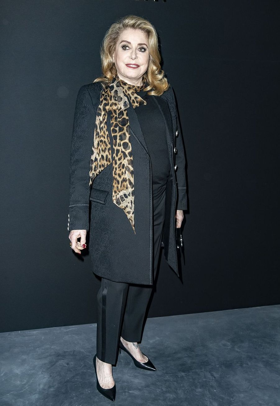 Catherine Deneuve au défilé Saint Laurent lors de la Fashion Week de Paris le 26 février 2019